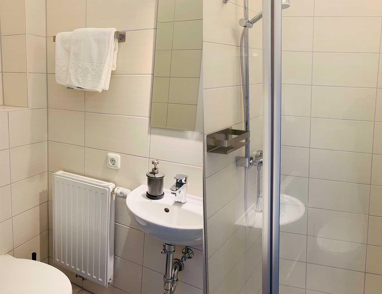Hotel-Fährhaus-Kirschenland-Badezimmer