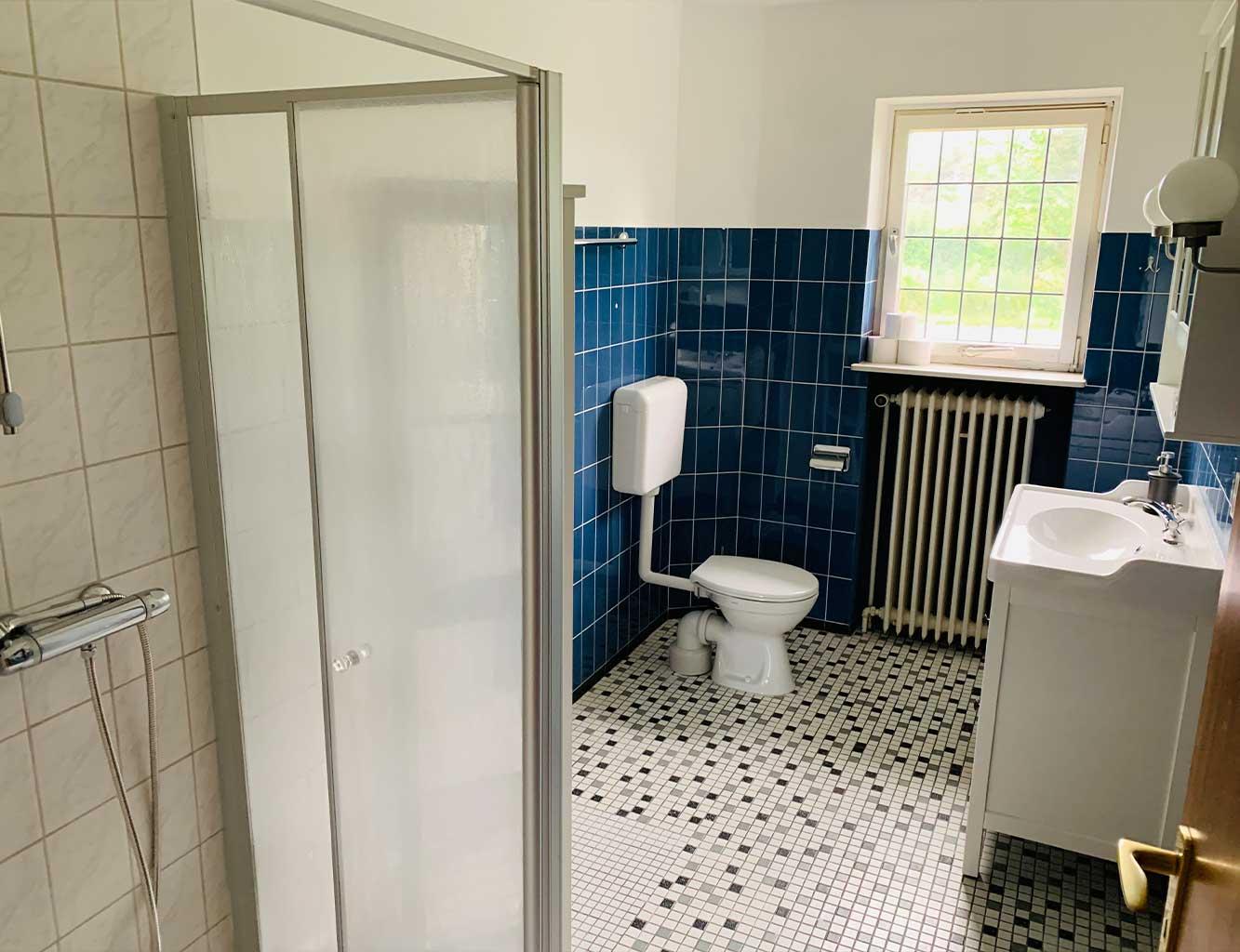 Hotel-Fährhaus-Kirschenland-Ferienwohnung-Erdgeschoss-Badezimmer