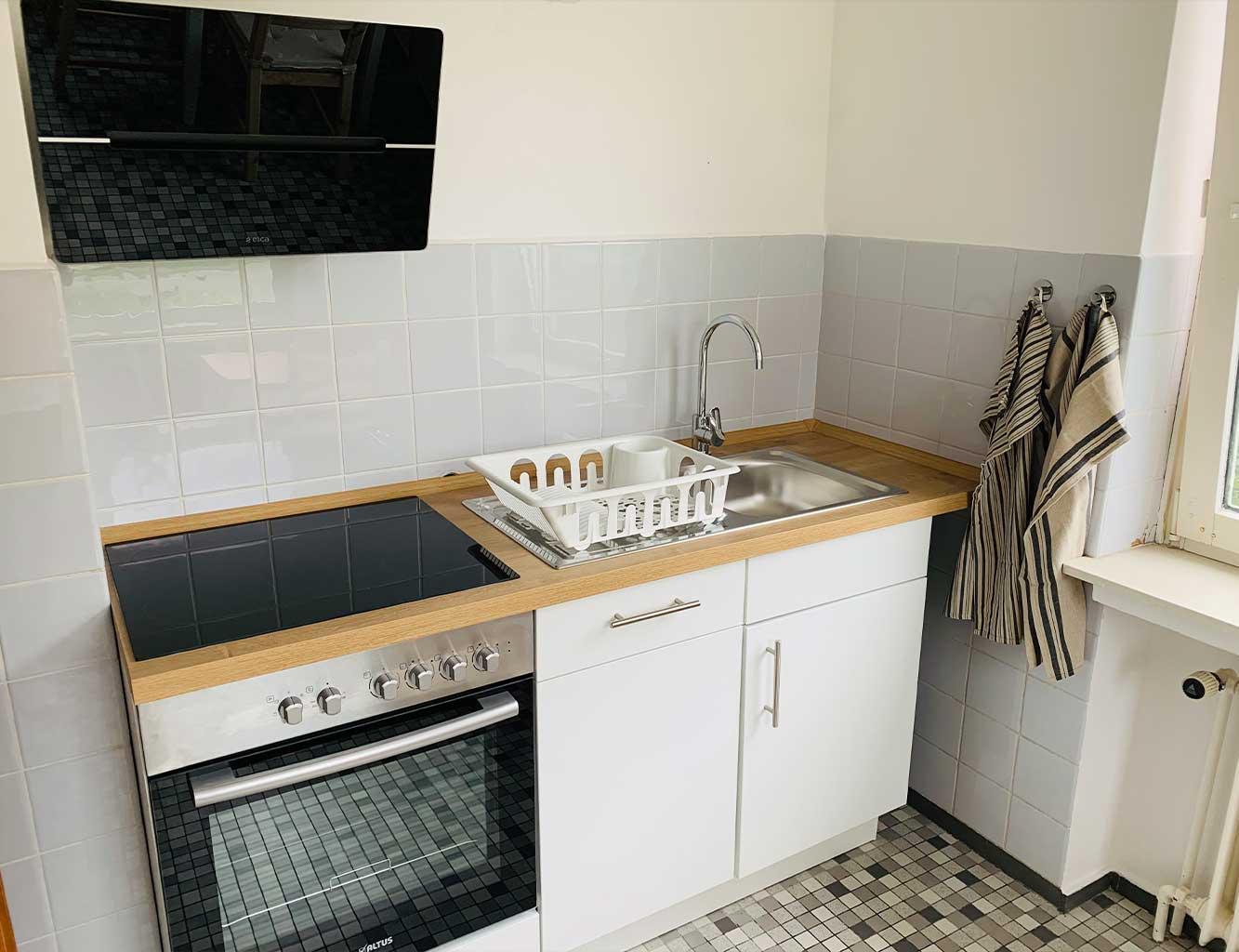 Hotel-Fährhaus-Kirschenland-Ferienwohnung-Erdgeschoss-Küche-Herd