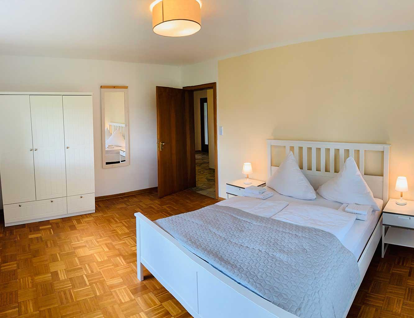 Hotel-Fährhaus-Kirschenland-Ferienwohnung-Erdgeschoss-Schlafzimmer-2