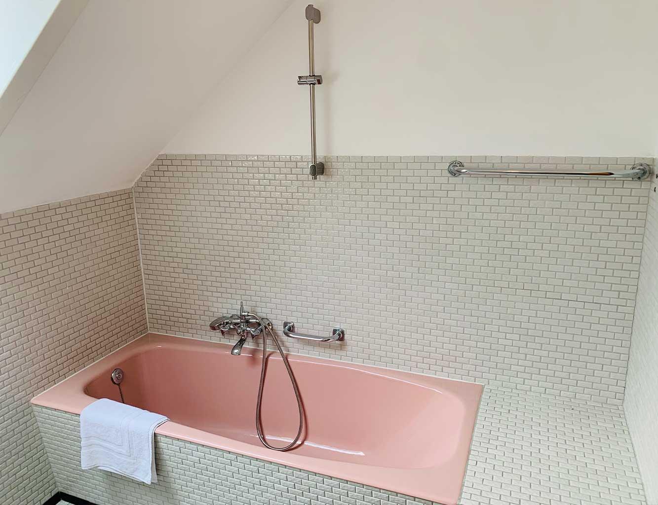 Hotel-Fährhaus-Kirschenland-Ferienwohnung-Obergeschoss-Badezimmer