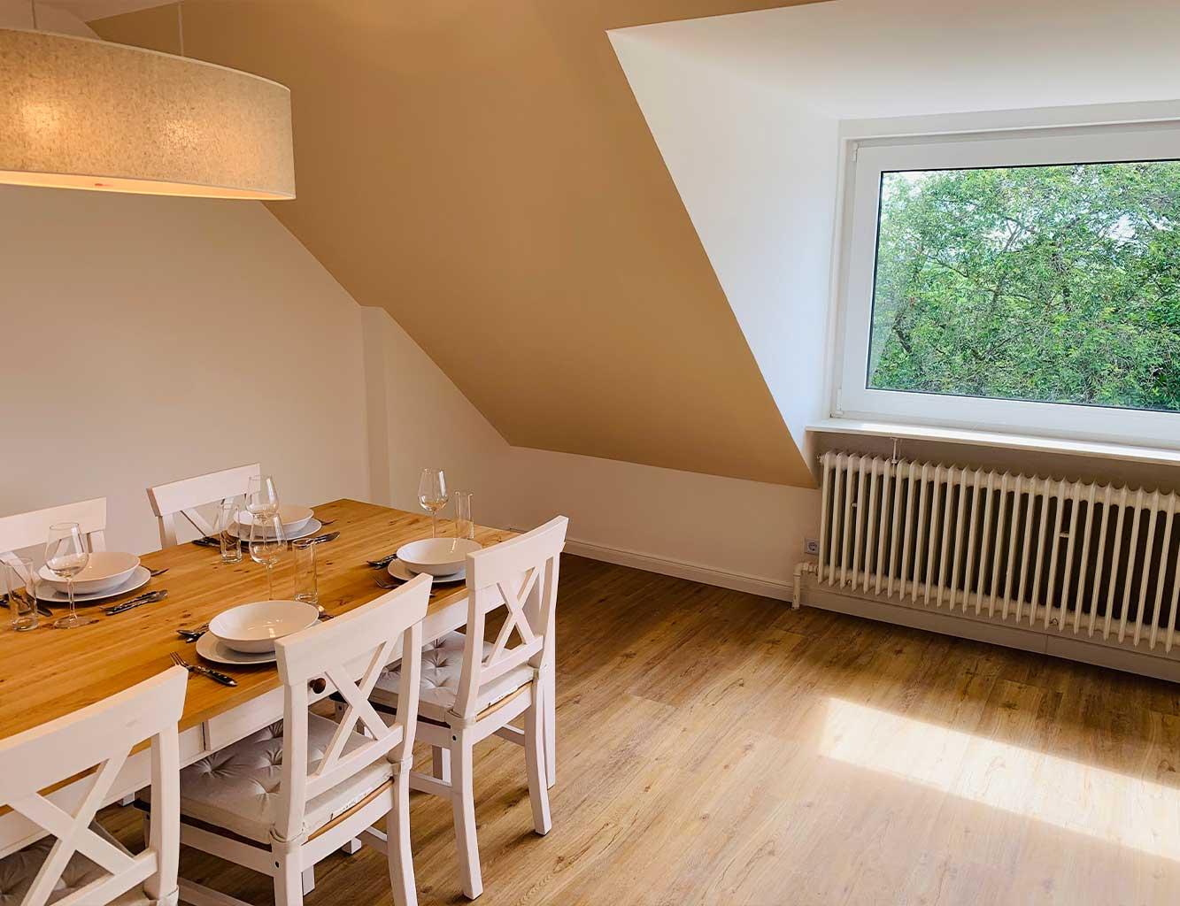 Hotel-Fährhaus-Kirschenland-Ferienwohnung-Obergeschoss-Esszimmer
