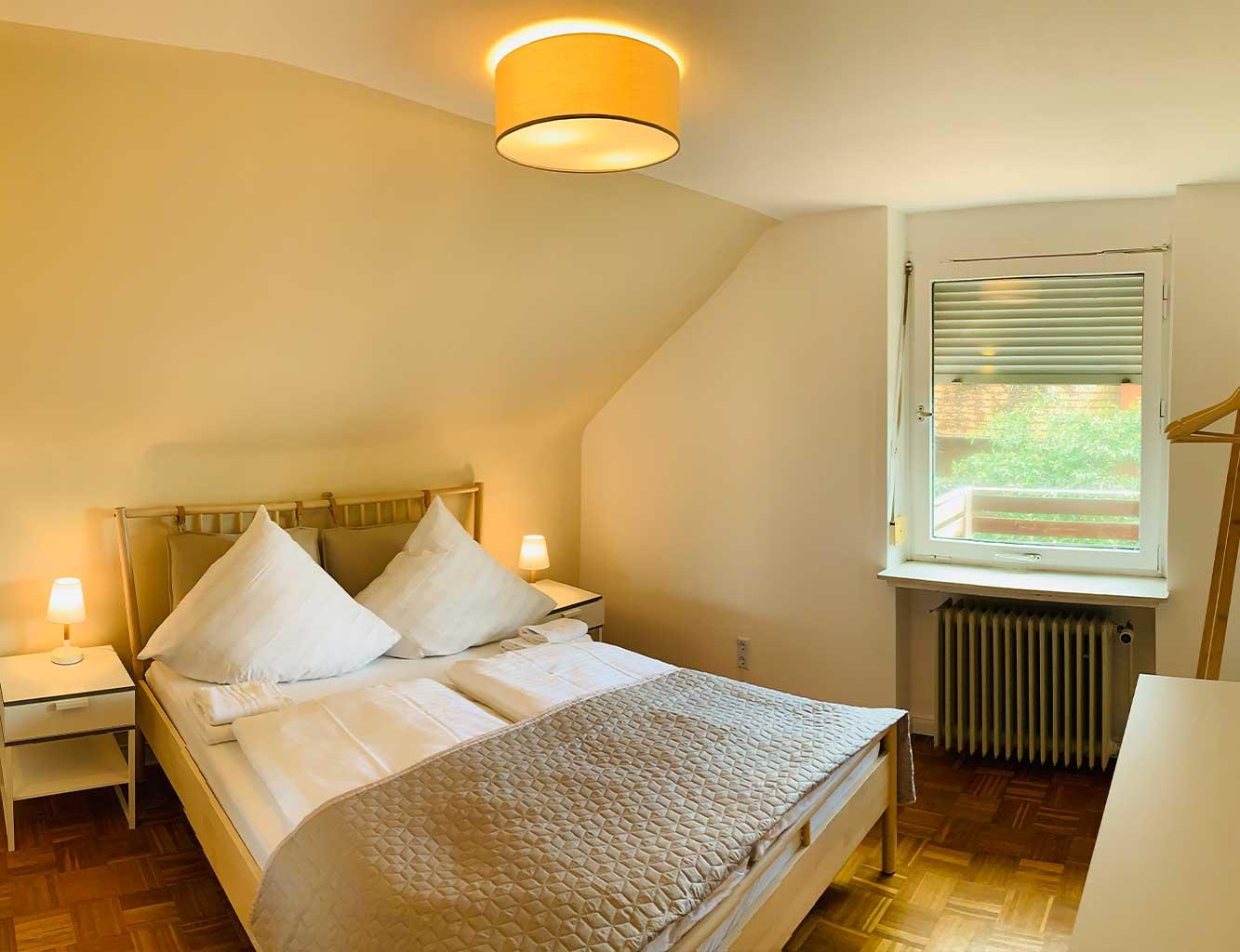 Hotel-Fährhaus-Kirschenland-Ferienwohnung-Obergeschoss-Schlafzimmer