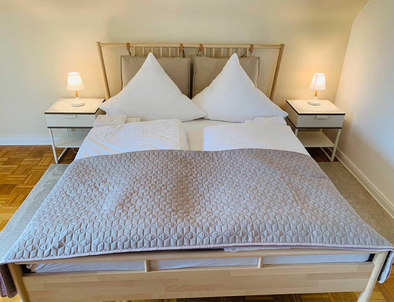 Hotel-Fährhaus-Kirschenland-Ferienwohnung-Obergeschoss-Schlafzimmer2